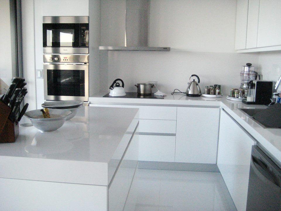 Cocina Blanca / Forum Alcorta / white Kitchen / Domi Cocinas DOMI