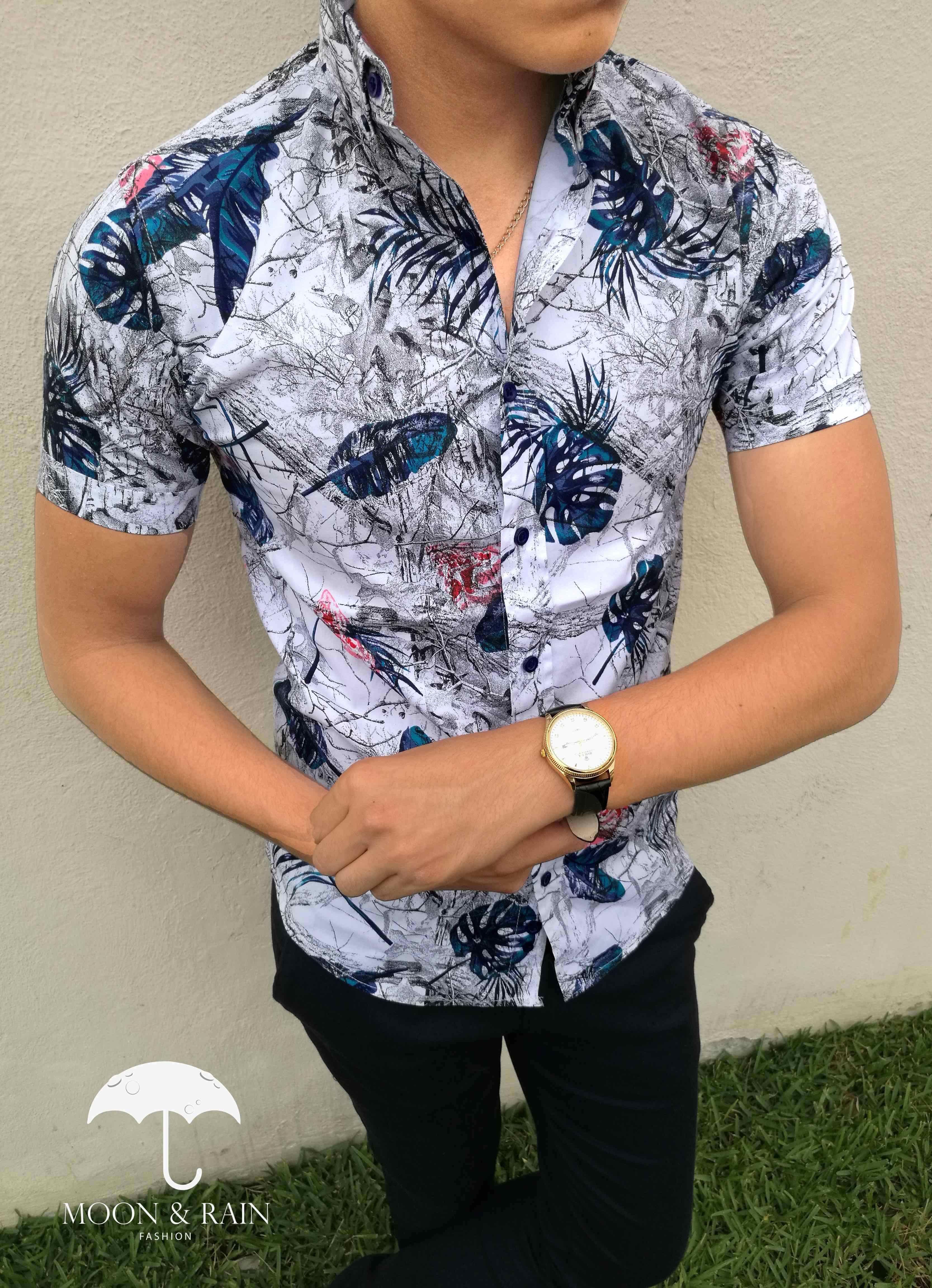 Camisa blanca slim fit manga corta con diseño de flores y hojas marino  b2a7b93a2e25a