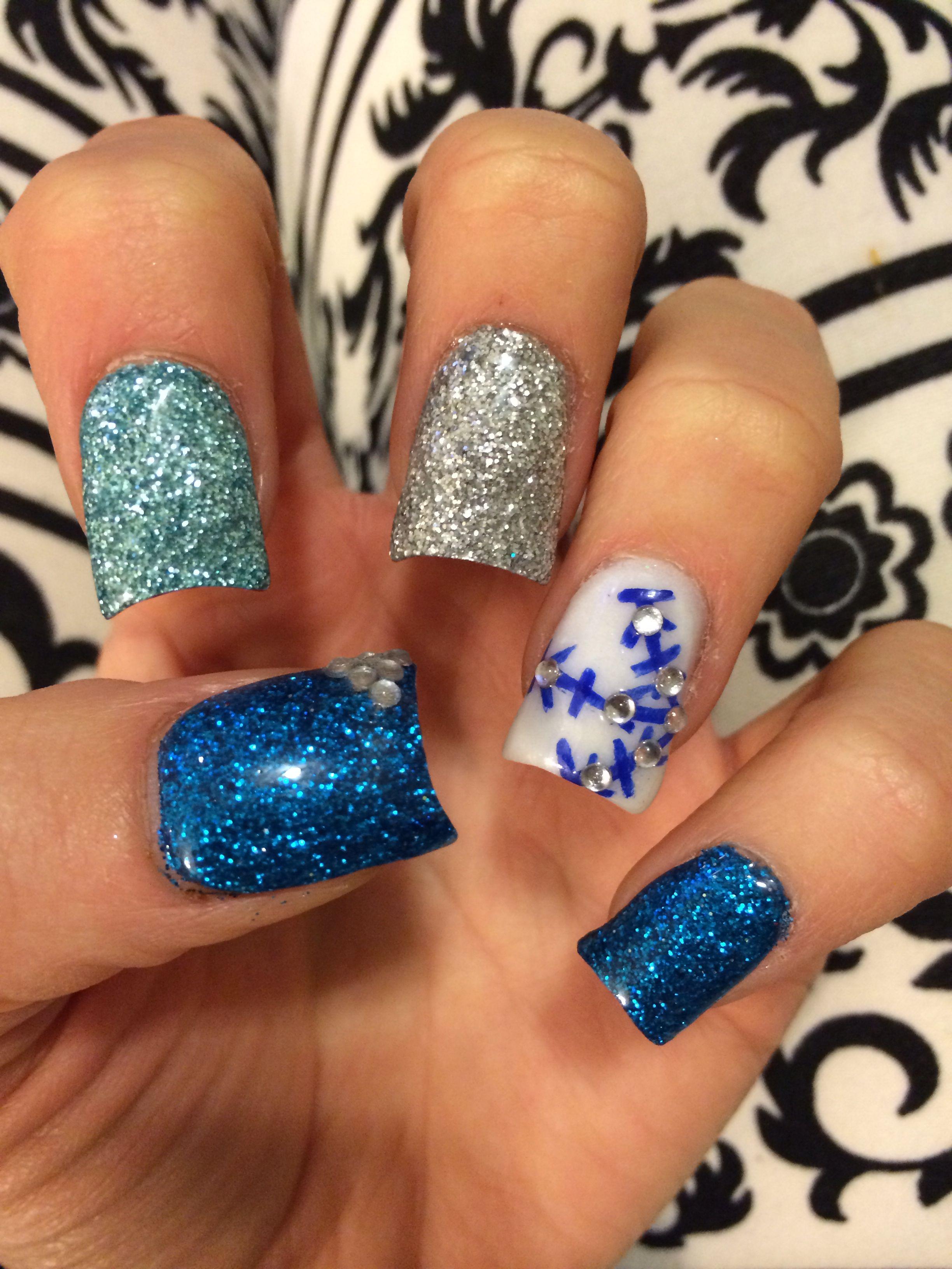 """Frozen"" Inspired Winter Wonderland Acrylic Nails"