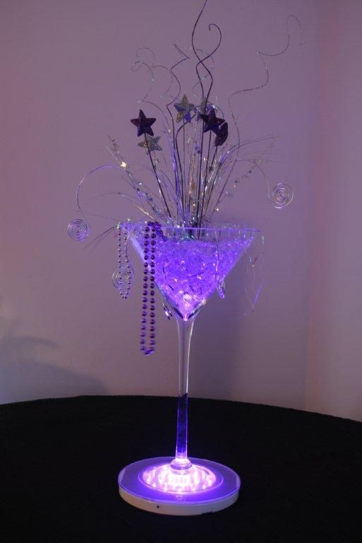 Glass Centerpiece Decor : Look at this fab martini vase decoration idea why not do