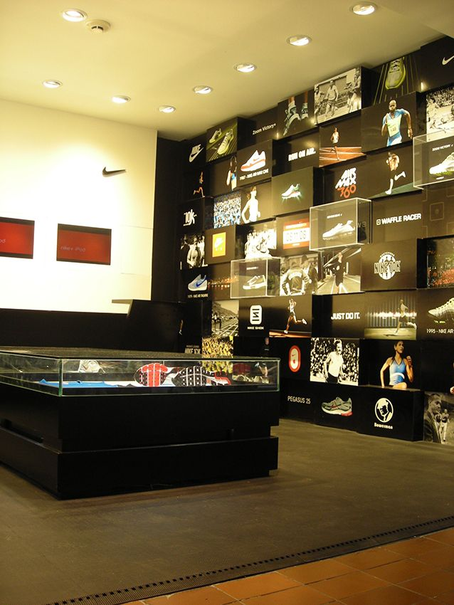 separation shoes 7eaa9 fbfef SDM  Arquitectos Montevideo Shopping, Nike Running, Architects, Running  Shoes Nike