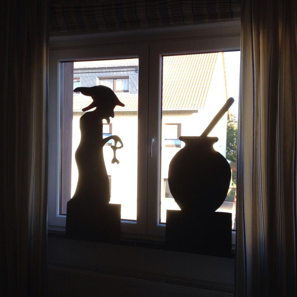 Halloween fensterdeko aus mdf platten ausschneiden und mit - Halloween fensterdeko ...