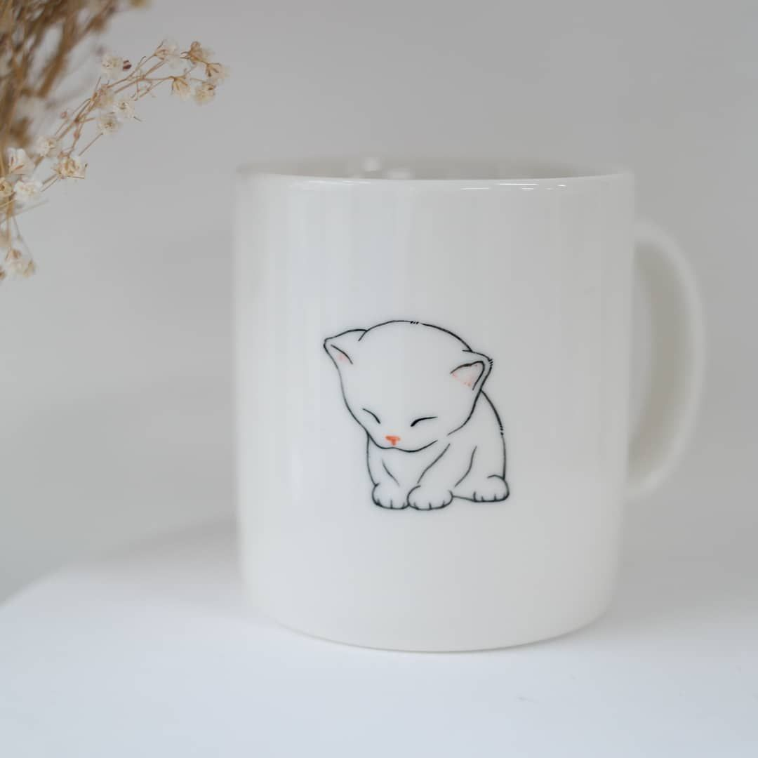 Handmade & Handpainted Ceramics Studio This is hand painted mug cup of only in the world. If you are loved animal, it is best present for you and your friends. 😁  cat  cats  kitty  mug  etsy  coffee  cup  pet  kitten  custom  animal  gifts  Handpainted  daygift  art  pretty  cute  catstagram  instacat  catsofinstagram  petstagram  christmasgifts  catlover  catmug  catceramic  catart  cutecat