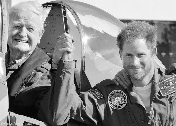 Kensington Palace on Twitter: Prince Harry's 2015 Christmas card features himself holding hands with 95 year-old Tom Neil, an ex-wing commander and Battle of Britain Hurricane and Spitfire pilot, at the 75th anniversary of the Battle of Britain event in September.