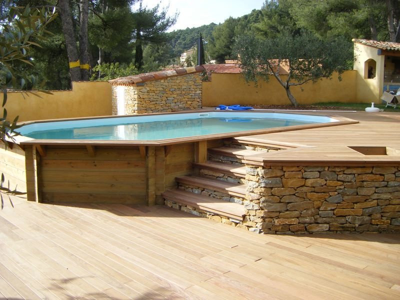 Piscine bois octogonale allong e semi enterr e toulon var for Piscine en bois semi enterree