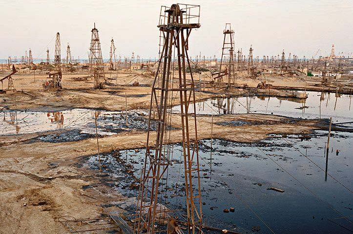 Dark Art Edward Burtynsky S Photographs Of The Oil Industry In Pictures Dark Art Industrial Photography Landscape