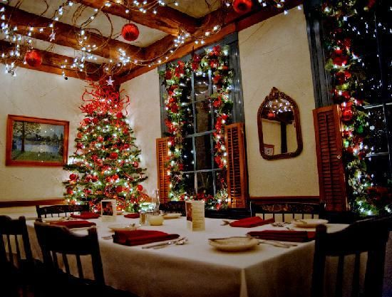 Christmas Dining Room Decorations Living  Home Design Idea Mesmerizing Christmas Decorations For Dining Room Decorating Design