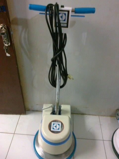 Jual mesin poles lantai floor polisher electrolux second olx berniaga081316894242