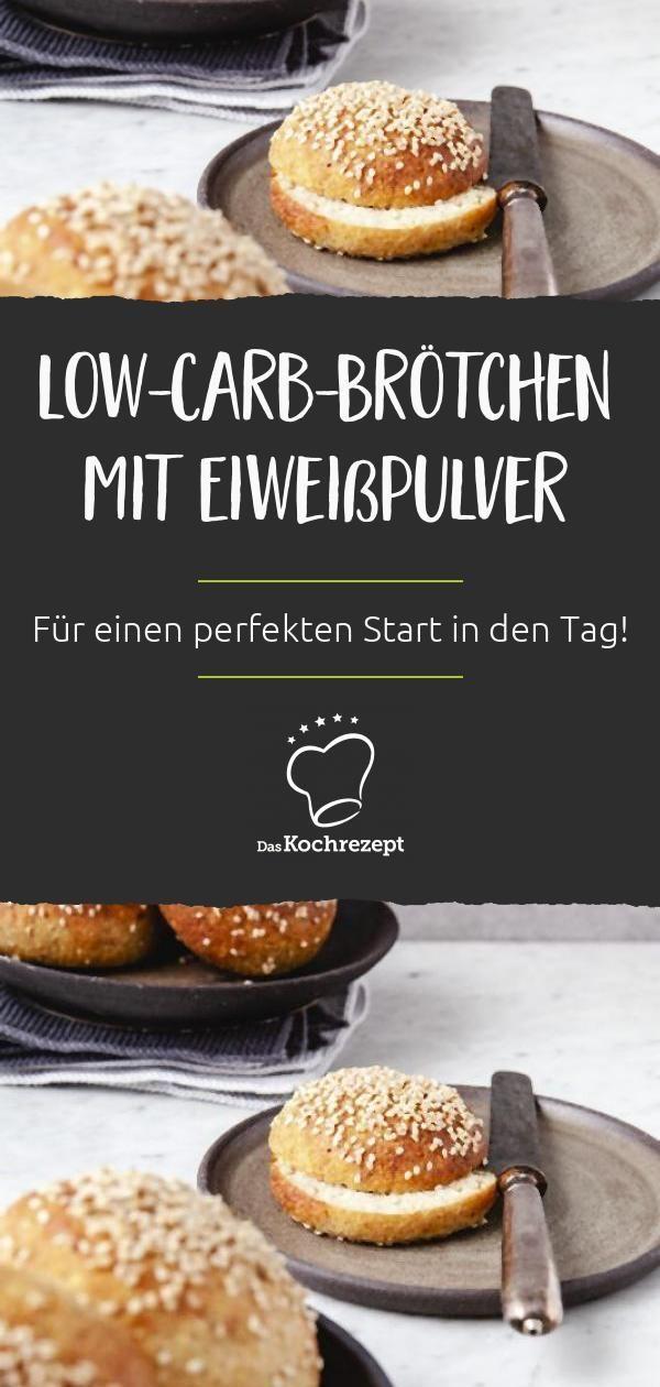 Dank diesen Low-Carb-Brötchen mit Eiweißpulver musst du ab jetzt, trotz kohlenhydratarmer Ernährung, nicht mehr auf deine Frühstücksbrötchen verzichten! Denn mit unserem Rezept gelingen sie dir auf jeden Fall!  #lowcarb #lowcarbohydrate #wenigkohlenhydrate #diet #diät #kohlenhydratarm #rezepte #recipes #daskochrezept #brötchen #eiweiß #protein