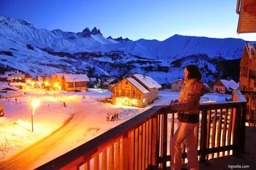 Le Relais des Pistes Albiez-Montrond Situated at the foot of the ski slopes, Le Relais Des Pistes offers apartments with panoramic mountain views. A shuttle service is provided to Albiez.  All the apartments are spacious and decorated with warm wooden furnishings.