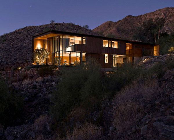 Designed for two real estate professionals and their two sons, the Jarson Residence by Will Bruder + Partners rises as a quiet and imposing structure from the desert surrounding it. Overlooking the McDowell Mountains to the north east, this spectacular dream home is dressed in a skin made of weathered steel and cooper pierced by large glazed areas.