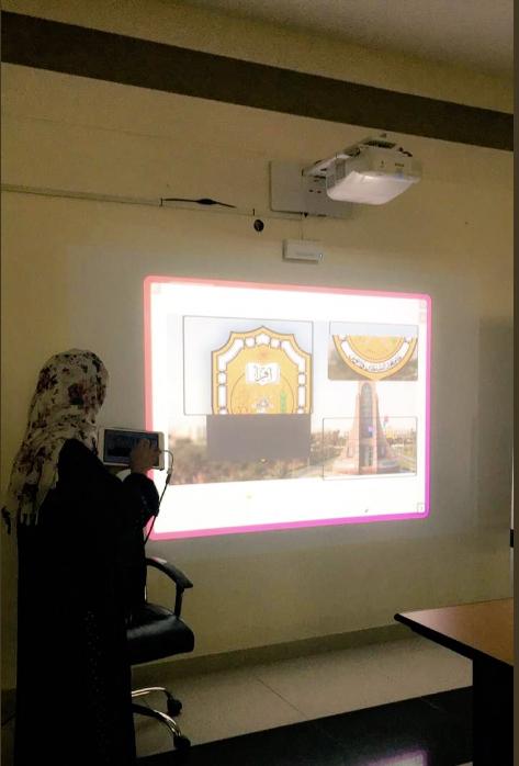 قدمت الاستاذة فاطمة الهنائية معلمة لغة انجليزية مشغلا لمعلمات اللغة الإنجليزية بعنوانtiny Tap حيث عرضت افكار قابلة للتطبيق في حصة اللغة الان Teacher Community