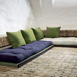 Superb Mit dem Futon Schlafsofa Kani erhalten Sie ein komfortables und platzsparendes Sitz und Liegem bel Wir bieten Ihnen zur Tatami Matte Futons in