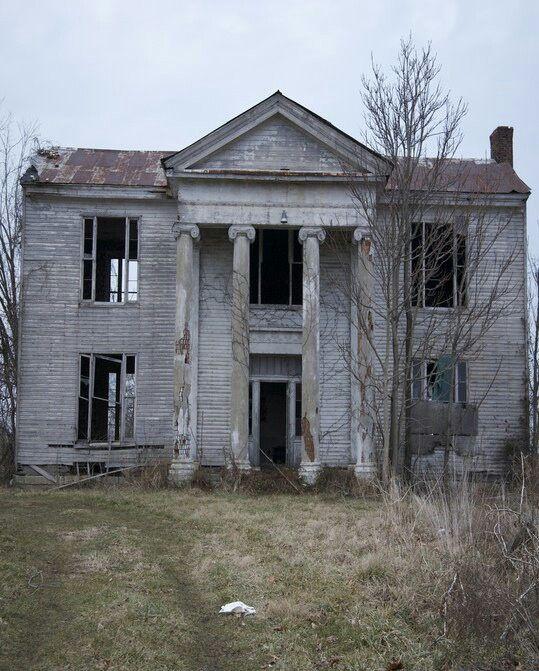 Mansión abandonada en la guerra civil americana.