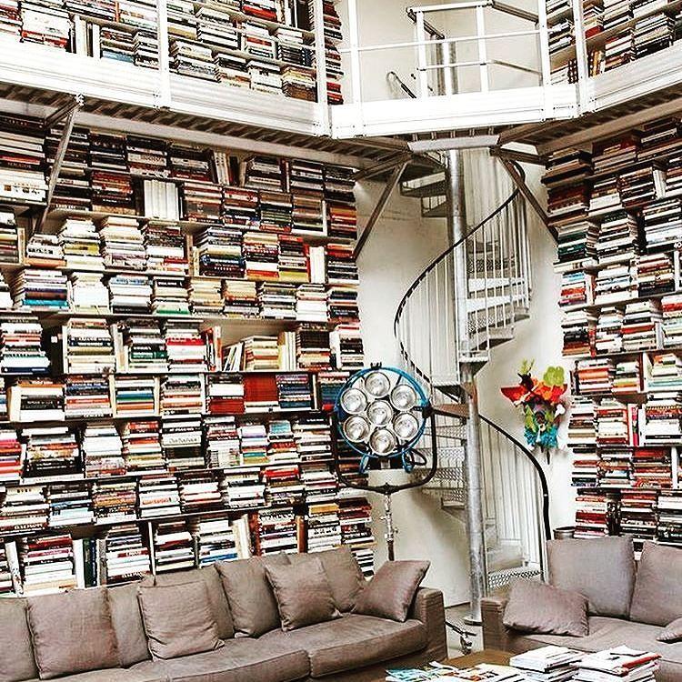 #bookloving #booklover #bookaddict #booklove #bookbusters #annunci #compro #vendo #libri #biblioteca #bookshelf #design #art #libro #instalibro #libri #books