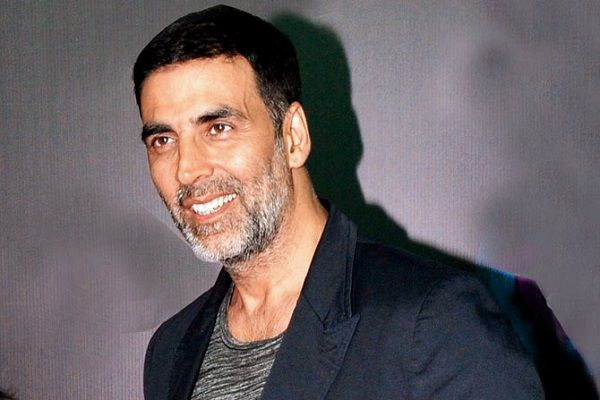 Akshay Kumar just delayed not DETAINED at Heathrow airport!
