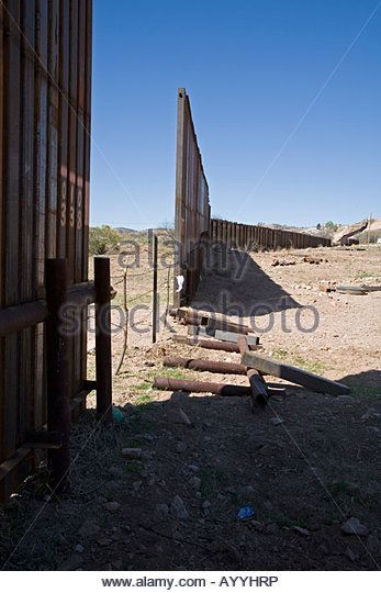 Break In Border Fence Separating Usa And Mexico Stock Image Mexico Border Image