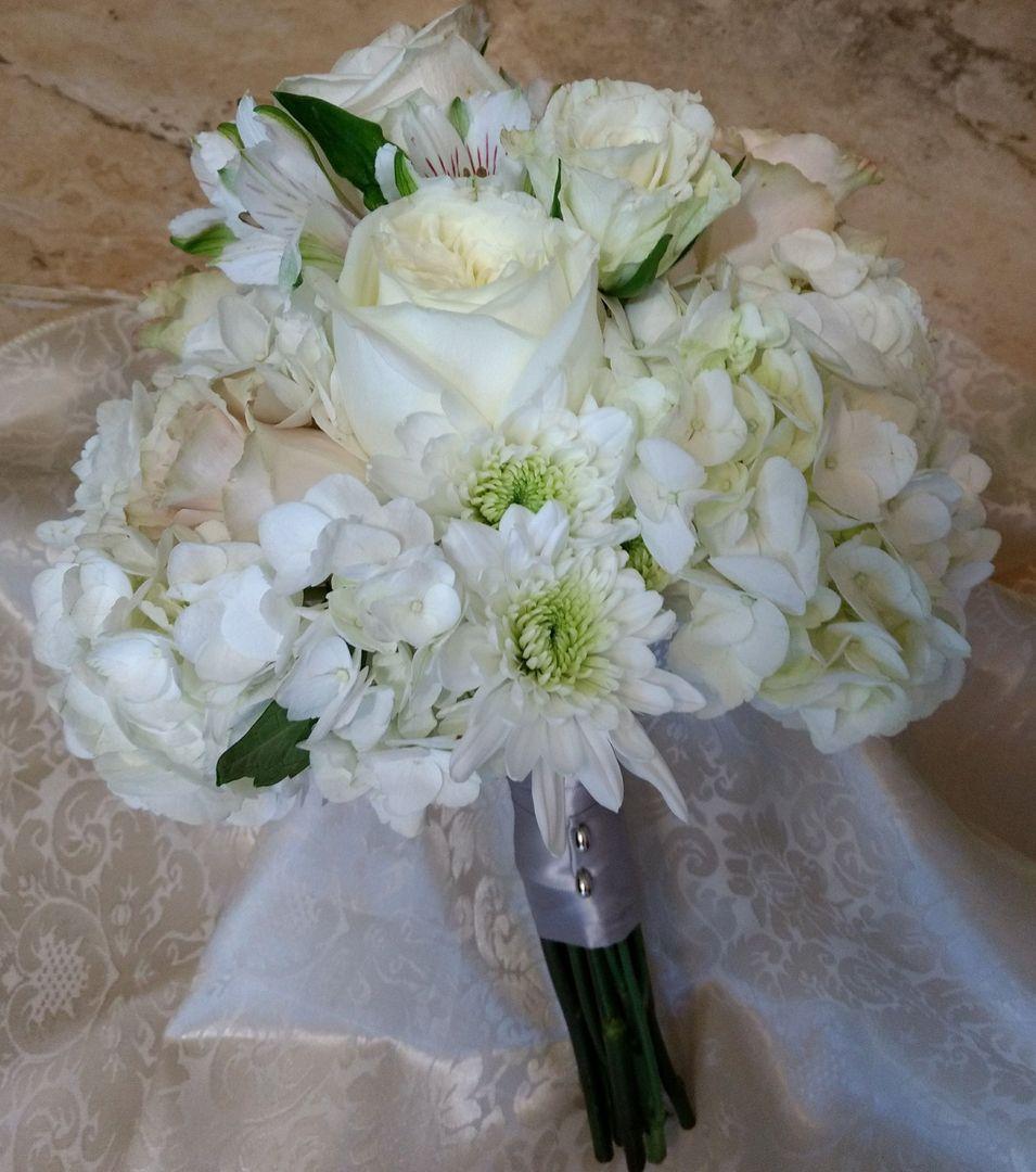White blush flowers bridesmaid bouquet wedding bouquet flowers white blush flowers bridesmaid bouquet izmirmasajfo