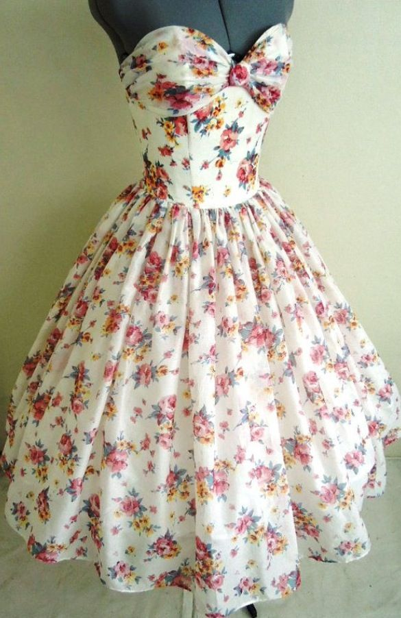 Vintage Floral Dress This Dress Is To Die For I Love It Vintage Dresses Fashion Pretty Dresses