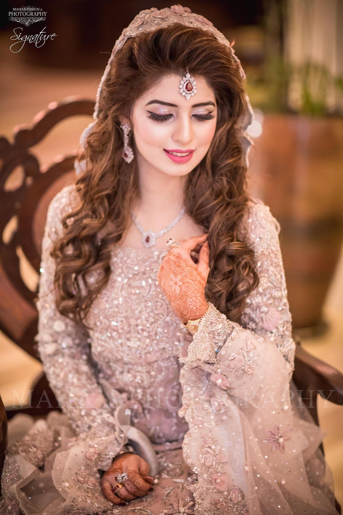 Mehendi With Bright Pink Lip Pakistani Bridal Hairstyles Pakistani Bridal Makeup Bridal Hairstyle Indian Wedding