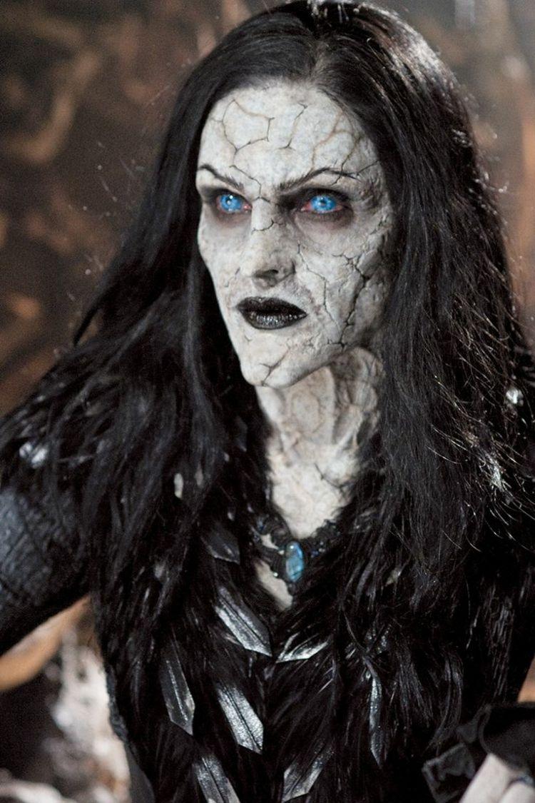 Halloween Schminke Haensel Gretel Hexe Blau Kontaktlinsen