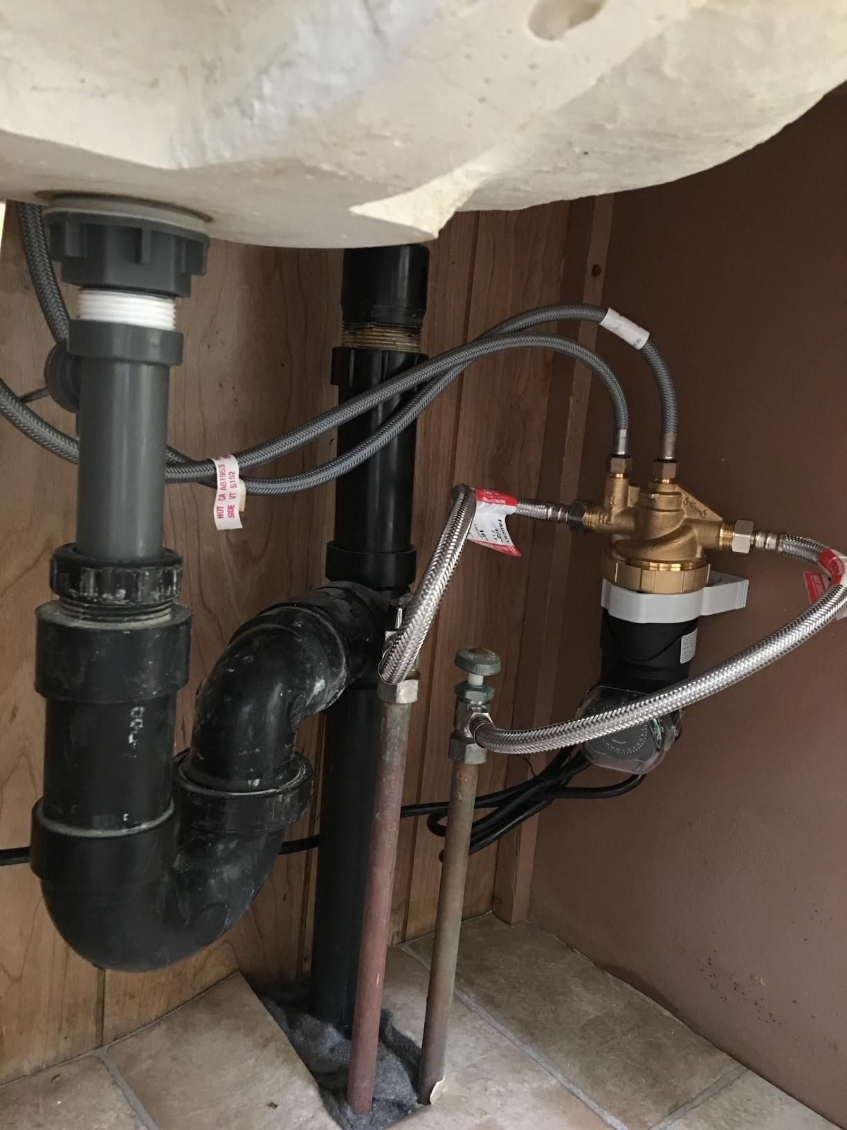 A Built In Temperature Sensor Automatically Turns The Autocirc Pump On When The Water Temperature In The Ho Hot Water Hot Water Recirculating Pump Water Heater
