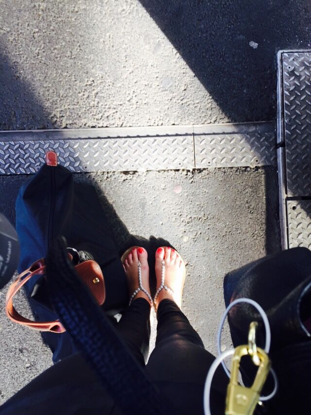Commuter life . Mornings at the trainstation . Summer . Thursdays .