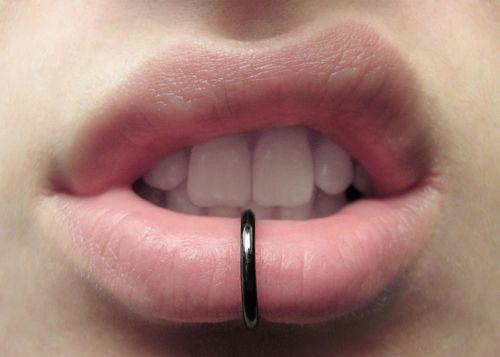 Piercing Labio Inferior Piercing Labio Tatuajes De Labios
