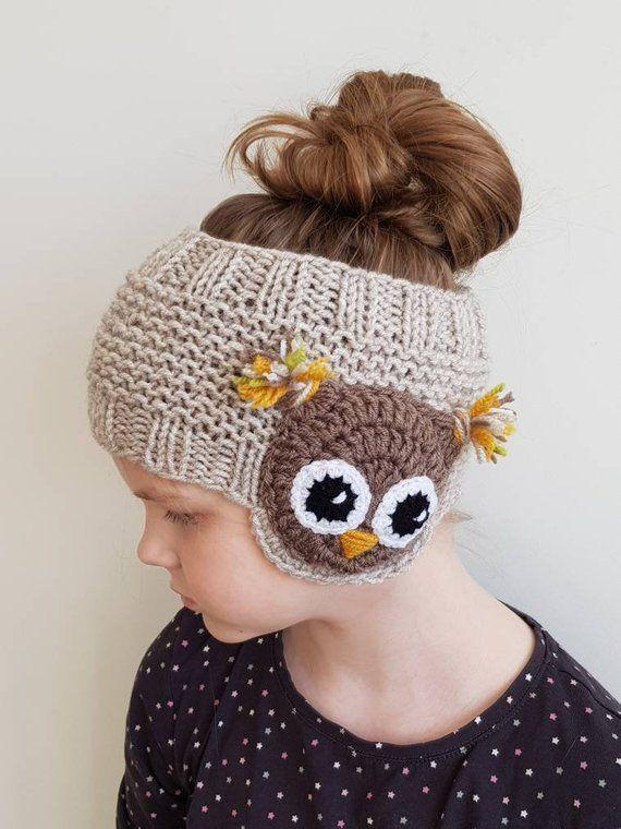 Bandeau hibou, accessoire d'hiver, cache-oreilles, bandeau tricoté, cache-oreilles, tenue enfant, appliqué, motifs hibou, accessoires fille, crochet à la main   – Mützen