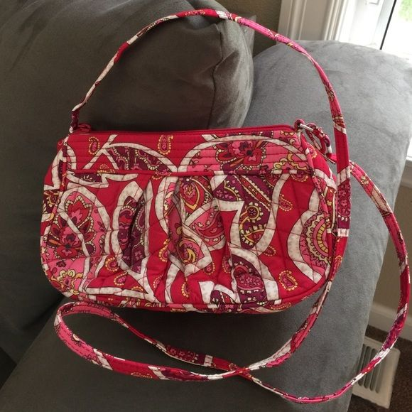 Vera Bradley Crossbody Bag Small bag, like new, zipper great, really great colors and pattern. Vera Bradley Bags Crossbody Bags