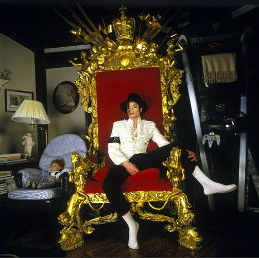 Michael Jackson S Famous Throne Chair At Neverland Michael Jackson Neverland Harry Benson Michael Jackson