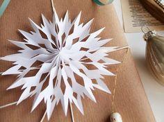 Tutoriel DIY: Décorer les cadeaux avec des flocons de neige en papier via DaWanda.com #floconsdeneigeenpapier