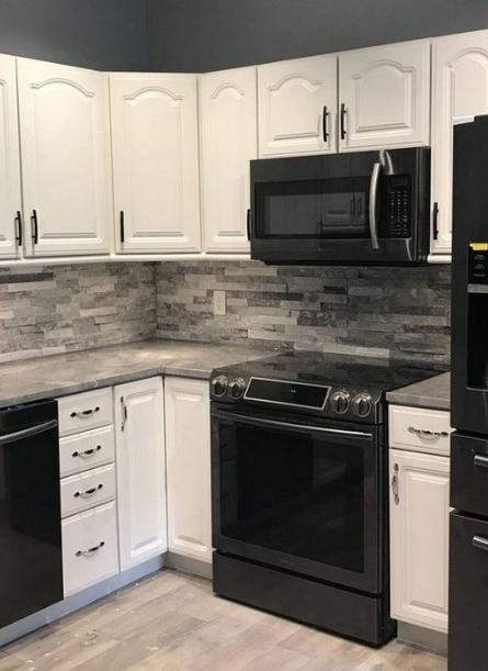 20 Innovative Black And White Kitchen Decoration Ideas Eweddingmag Com Concrete Countertops Kitchen Kitchen Color White Stone Backsplash Kitchen