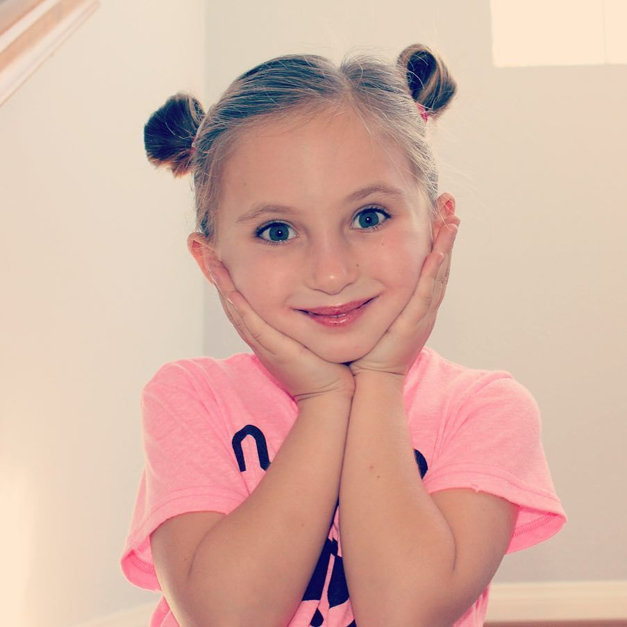 Alli can be very sweet! #детскаяодежда #детскаямода #kidsingram #kidsphotography #cool #kidsblog #kidblogger #sweet #nununuworld #nununu