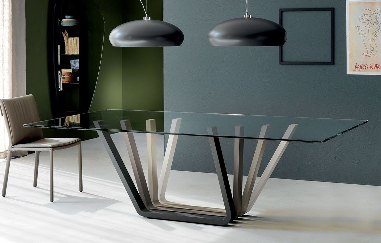 Der DOMINO Esstisch ist mit seinem extravaganten Tischbein ein ...