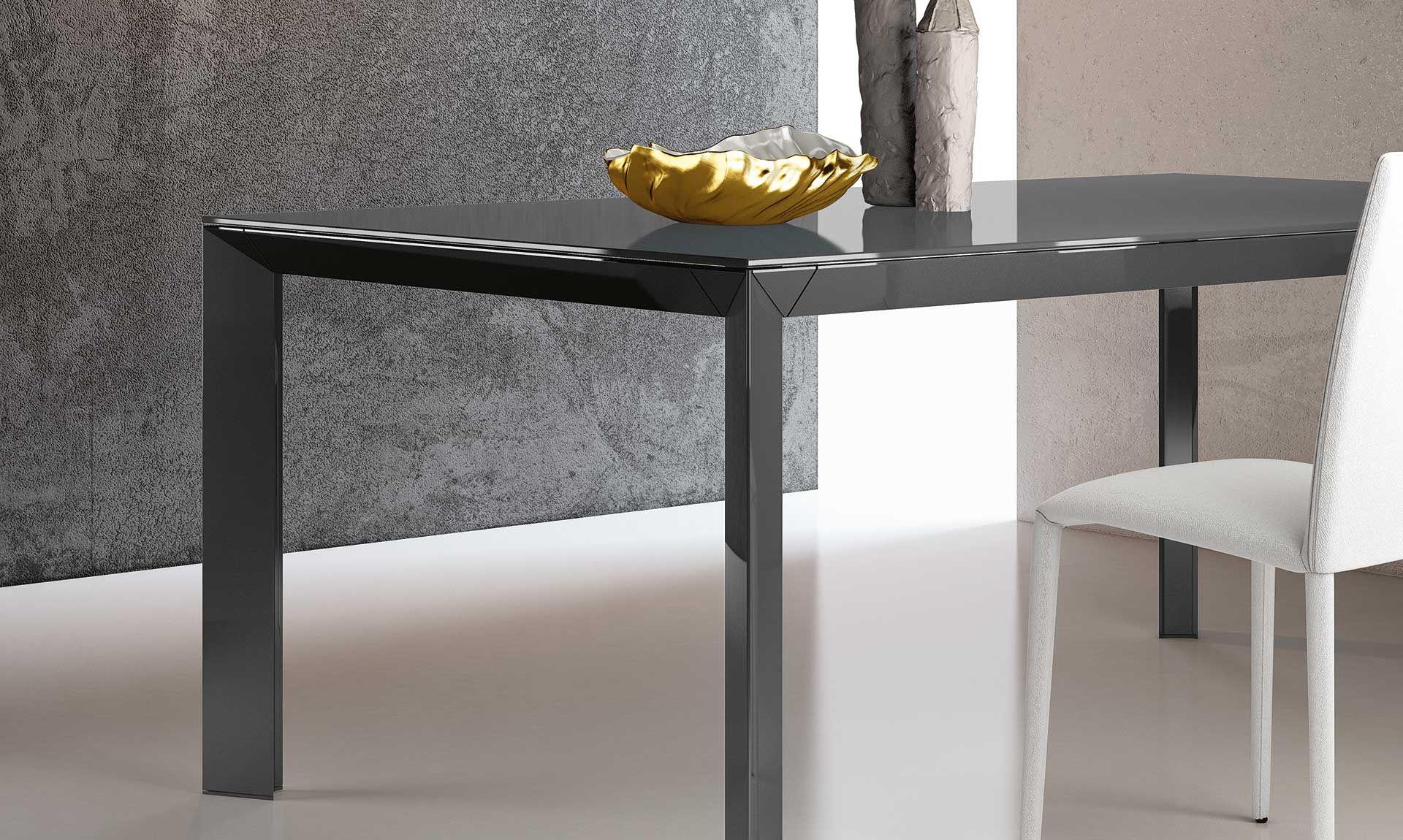 Tavolo in cristallo Manhattan Mahnattan è un tavolo