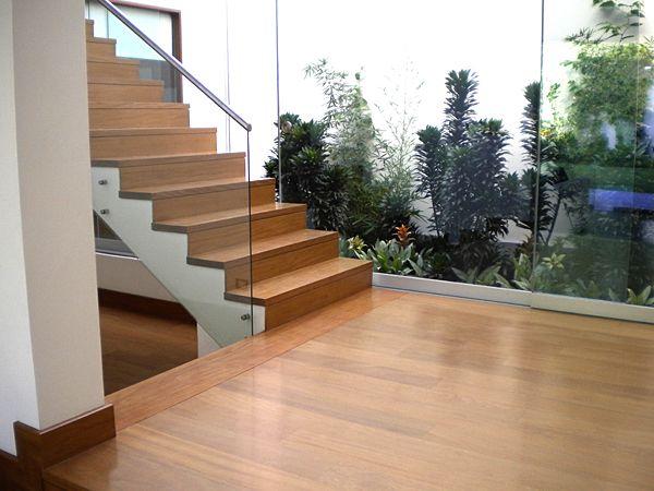 Piso y escalera de madera pumaquiro wood flooring for Pisos para gradas