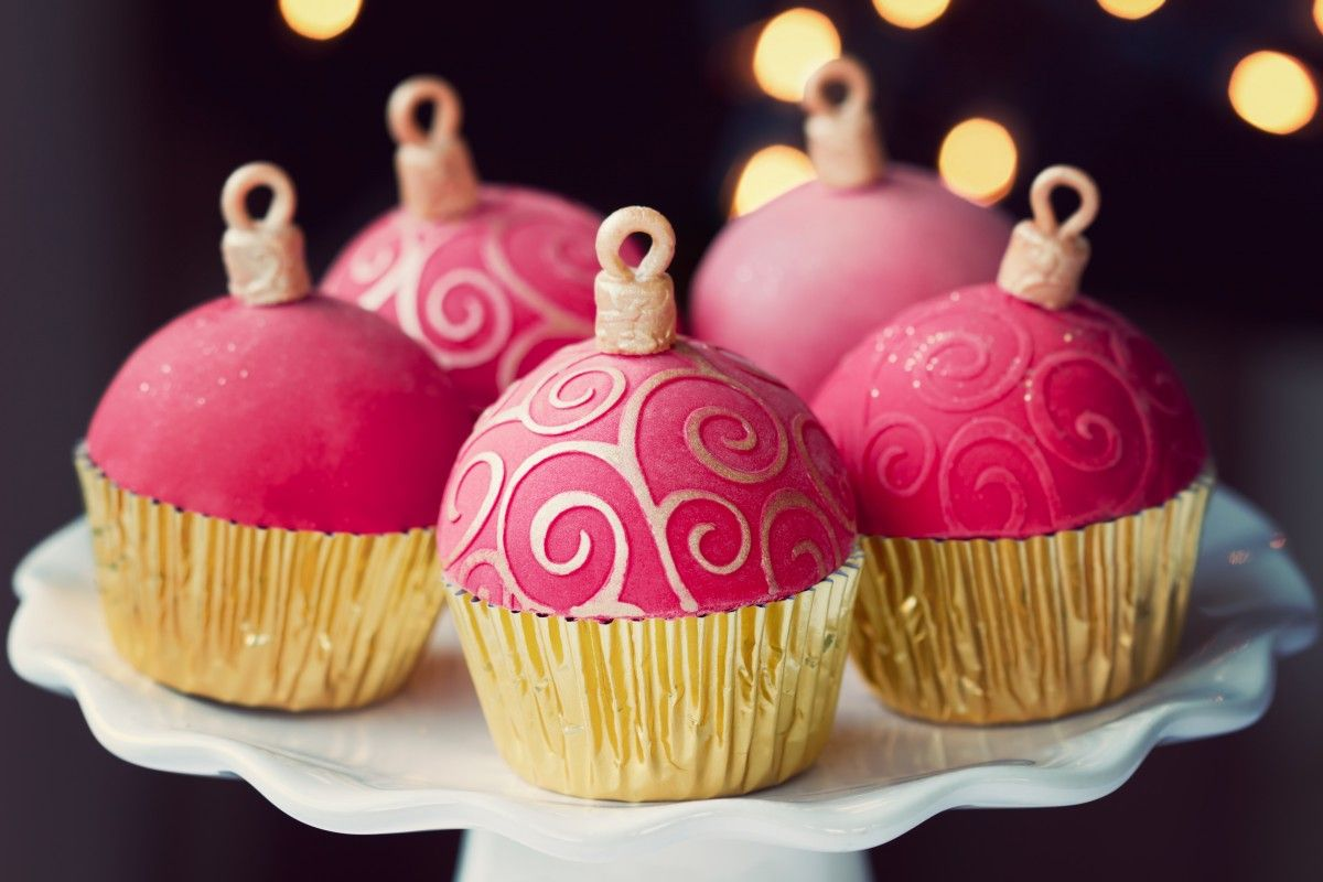 Ornament Cupcakes - Holiday Desserts