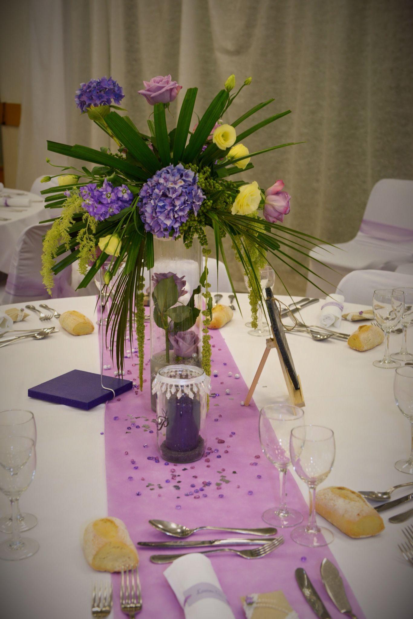 centre table fleurs haut pour mariage romantique avec hortensias