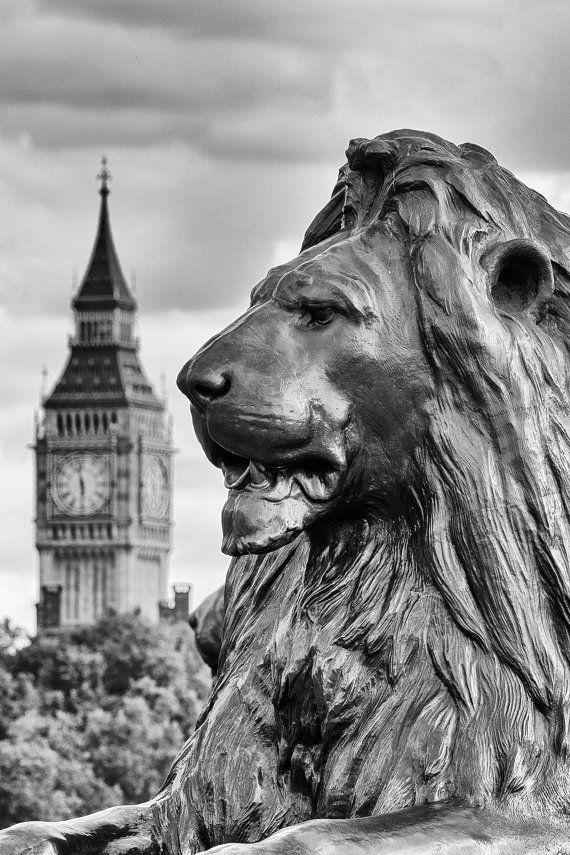 b14f58571 Trafalgar Square Lion & Big Ben Black and White by GaryAlanBoxArt ...