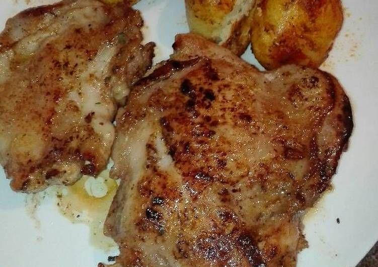 Muslo De Pollo Adobado A La Plancha Y Patatas Asadas Receta De Mari Ramos Receta Muslos De Pollo Pollo Adobado Adobado