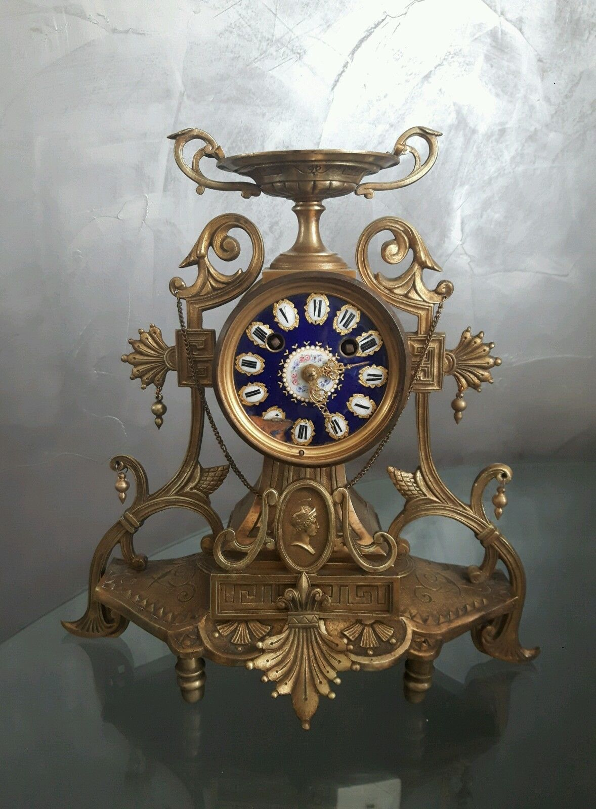 pendule horloge ancienne en bronze et maux de bressans ebay horloges anciennes pinterest. Black Bedroom Furniture Sets. Home Design Ideas