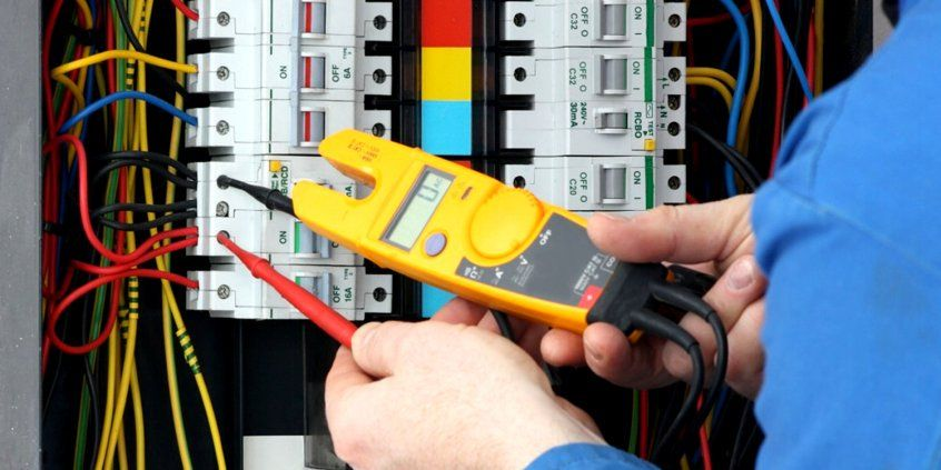 Important Factor Of Professionals Electricians In Tonbridge Commercial Electrician Electrician Services Electrical Jobs