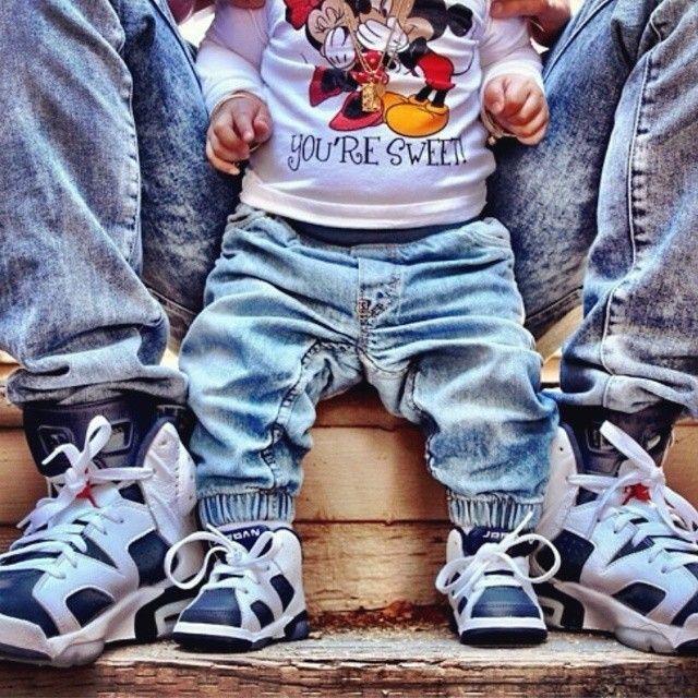 Resultado de imagen para padre e hijo utilizando zapatillas jordan