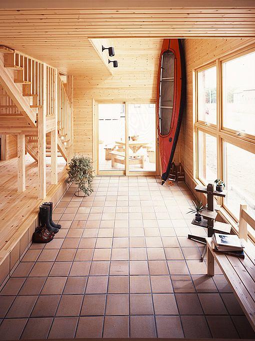 明るく開放的な 吹き抜け のあるリビング 玄関スペース事例集