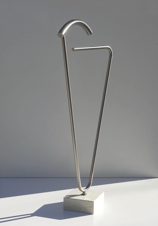 Perchero valet de pie moderno de metal caress 2 - Percheros de metal ...