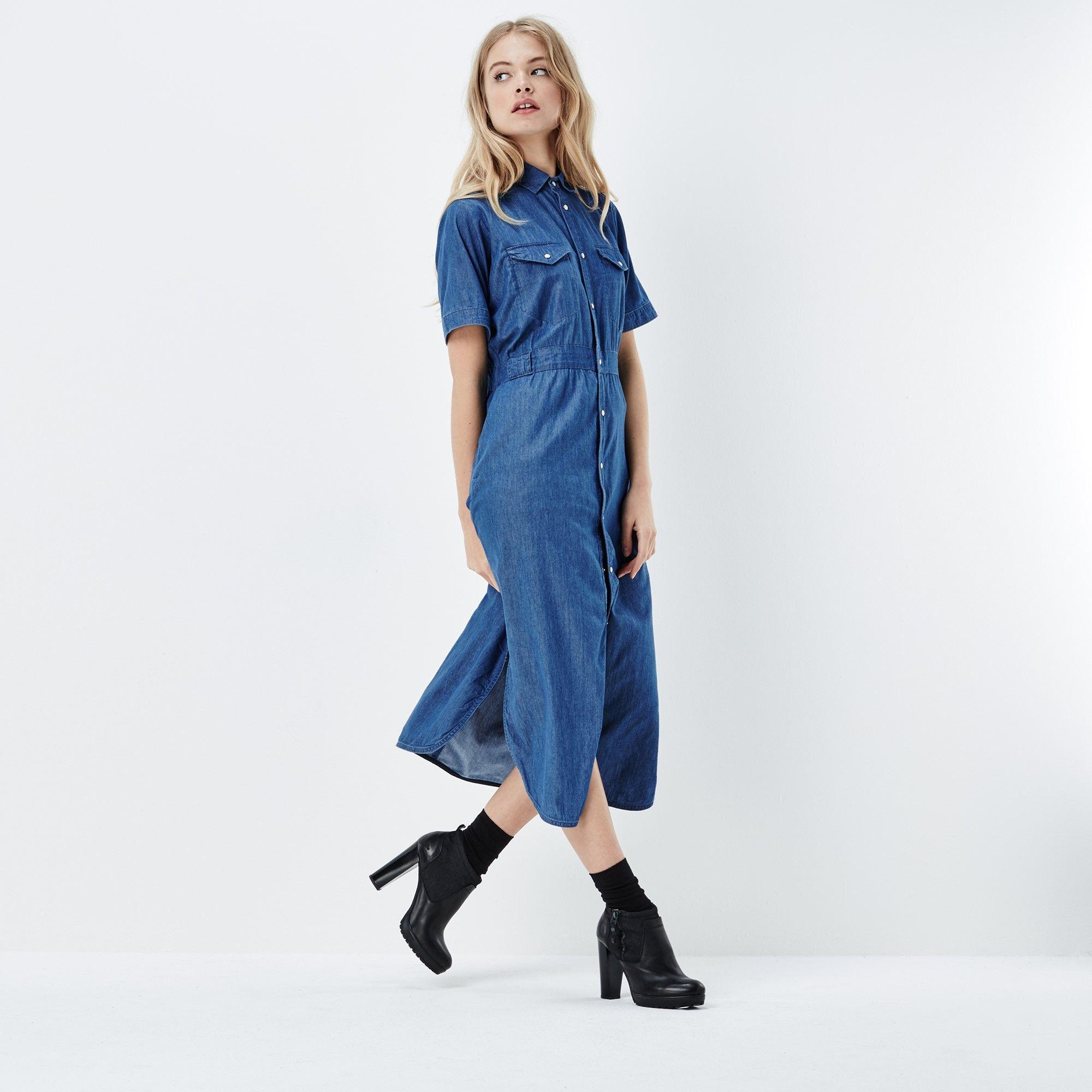 Deze maxi-jurk van zachte, luchtige denim is ideaal voor warme zomerdagen.