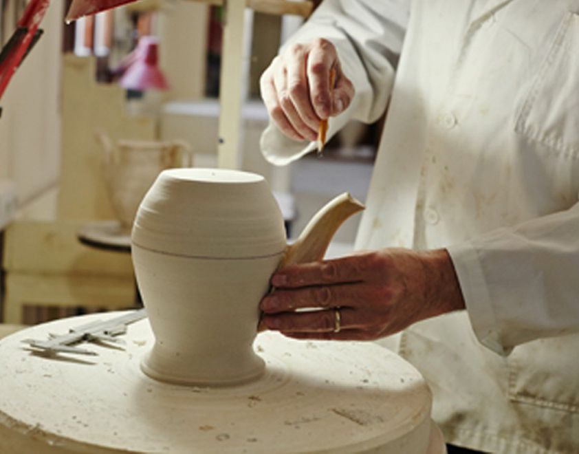 "Handmade ""La Cartuja de Sevilla""  #design #diseño #handmade #español #vajilla #kitchen"