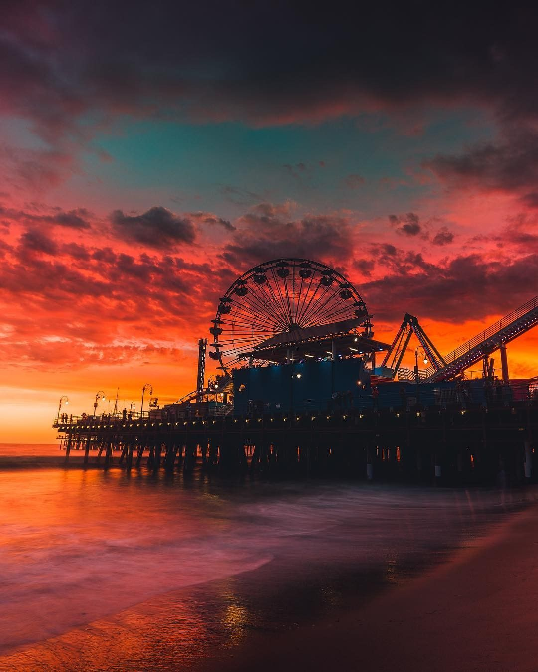 Quand Le Soleil Fait Son Frais Coucher De Soleil Sur Le Quai De Santa Monica En Californie Photos Paysage Photo Paysage Magnifique Photographie De Paysages
