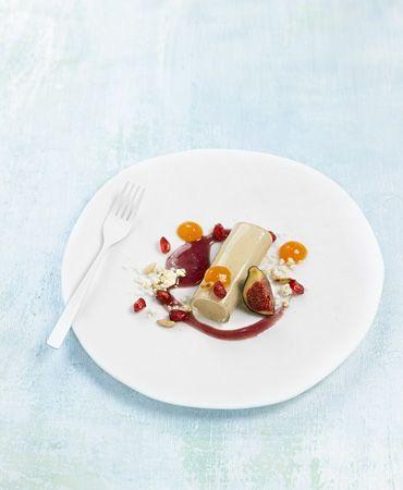 Canelón de foie gras con caqui, granada y salsa especiada | Delicooks | Good Food Good Life
